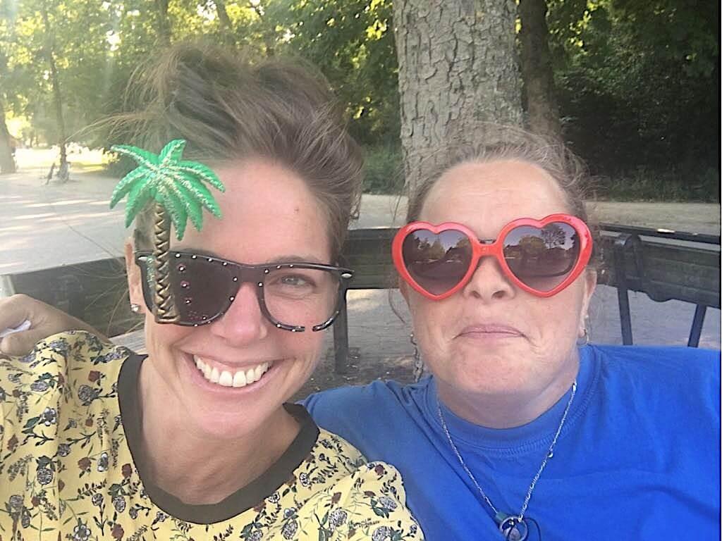 Prisma vrijwilliger Lobke vertelt enthousiast over de Stamtafel